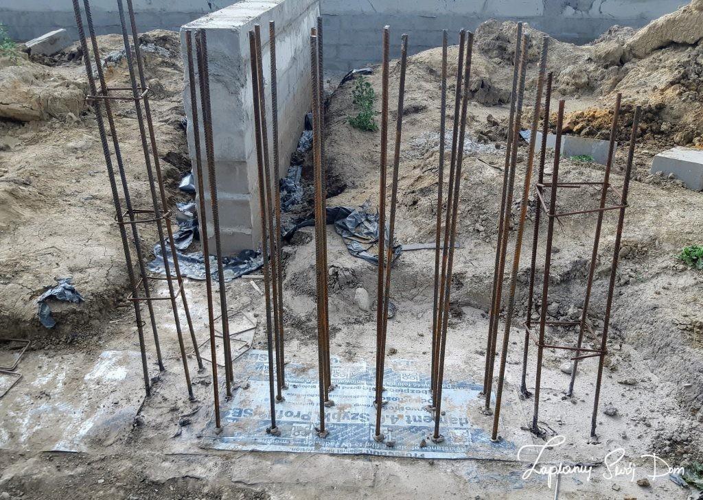 Podwalina pod pierwszy stopień schodów betonowych