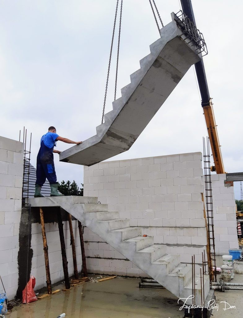 Osadzenie biegów schodów prefabrykowanych