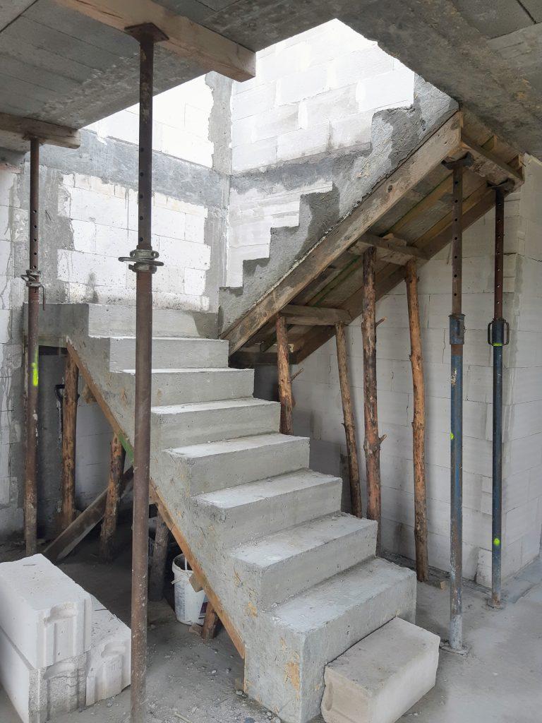 Schody betonowe wylewane na budowie